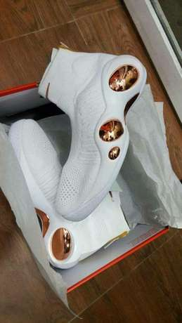 Newly arrived Nike sneakers Lagos Mainland - image 5