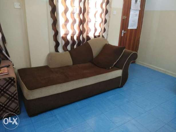 Sofa 7 seater , bed king size and coffee table for sale Ngara East - image 4
