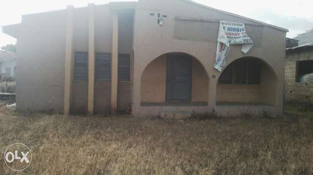 To let:2 units of 3bedrm flat available Akure South - image 2