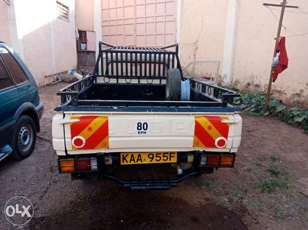 Peugeot 504 pick up for sale, working condition 5 speed inspected. Baba Dogo - image 8
