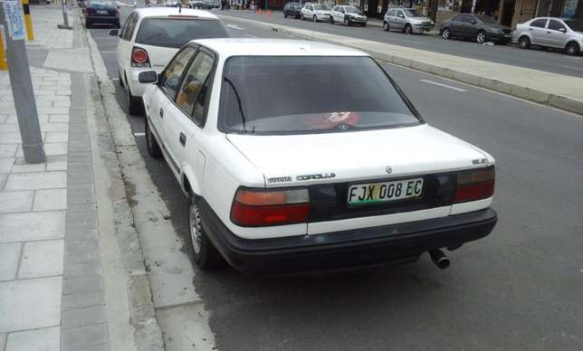 Toyota Corolla GLE 1.6i East London - image 2