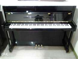 Yamaha B2 Polish Ebony Upright Piano