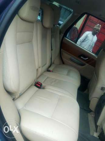 Fairly used range rover in a very sound and perfect condition Port-Harcourt - image 7