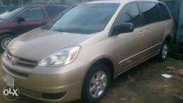 Super clean 2004 Toyota Sienna LE for sale in Port Harcourt