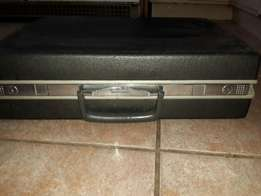 Business traveling suitcase/briefcase with key in very good condition