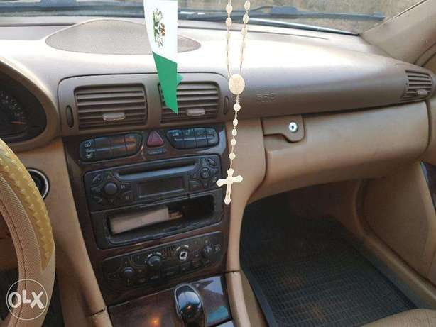Mercedes benz C240 4matic clean used Ibadan North West - image 7