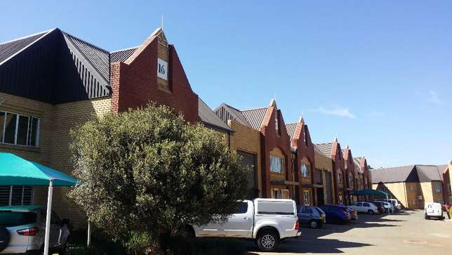 Industrial warehouse space to let Johannesburg - image 4