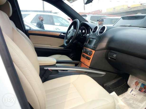 Very clean foreign used 2008 Mercedes-Benz Ml350 4matic. Negotiable Apapa - image 3