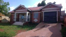 Three bed room stand alone with a garage at 1m a month in Ntinda
