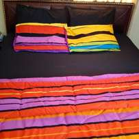Multicoulour Duvet with Black 7/7 Bed-Sheet and 4 Pillow Cases