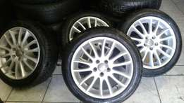Iam selling aset of 17inch Mags with tyres it can fit Volvo and Ford