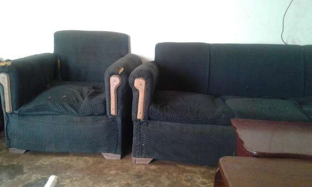 Sofaset: Six seater Second hand for sale at 250,000 Kampala - image 1