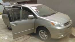 Tokunbo Toyota 05 sienna going for a cheap price