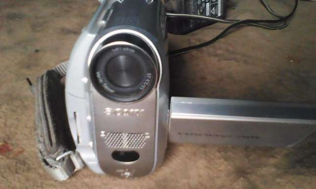 HD camcorder for sale,Good quality for TV,,records tapes and sd Nairobi West - image 6