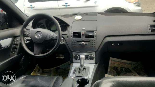 Foreign used 2009 Mercedes Benz C300. Direct tokunbo Apapa - image 8