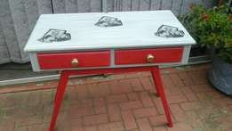 Table with drawers red and ligh grey chalk painted