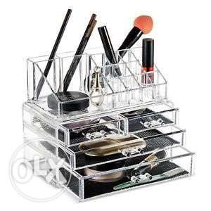Stand Makeup (1$=1500LL)