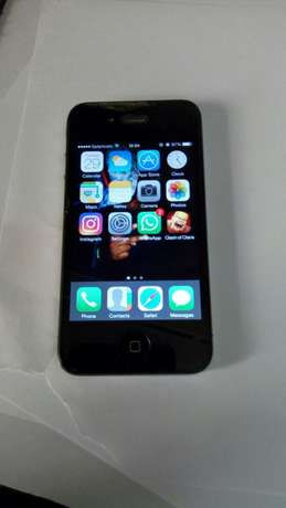 Selling IPhone 4 32gb Nairobi CBD - image 3