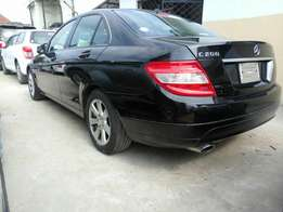 Mercedes Benz c200 KCM number 2010 model loaded with alloy rims,