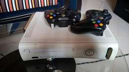Xbox 360 Jtagged 2 pads 10 games