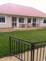 Kisaasi 2 bedroom semi detached house with 2 bathrooms 4 rent at 700k