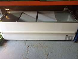 Freezer Island 4 door Glass Top 2.5m x 2