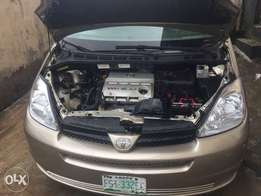 8-Months Old 2005 Toyota Sienna DVD Full Option