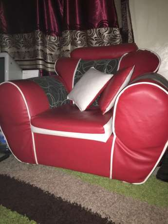 Red leather five seater seats Nairobi CBD - image 2