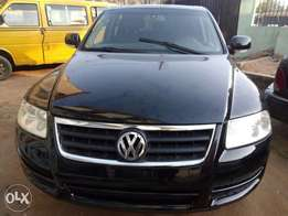 Very clean sharp tokunbo Volkswagen Touareg for sale
