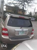 USA direct 2006 Toyota Highlander hybrid available for sale.
