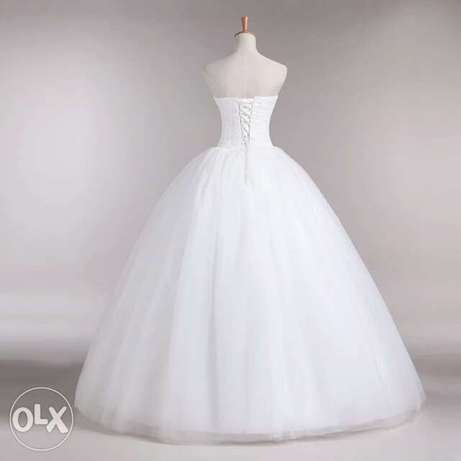 Very Classy Foreign Wedding Gowns. Uyo - image 4