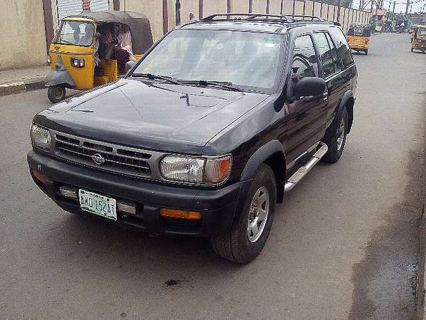 Nissan Pathfinder - 2000 model - registered Yaba - image 1