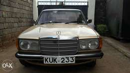 Mercedes Benz vintage at 235k neg