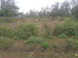 1/4 acre at kenol kagaa ksh 1.8 M.Clean title.Power and water on site