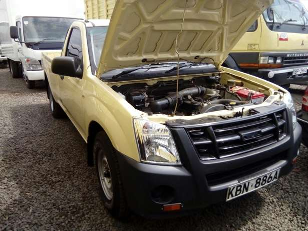 Isuzu d-max 2011 Model In Immaculate Condition Karen - image 5