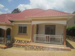 Come in 2 bedroom house in seeta at 300k
