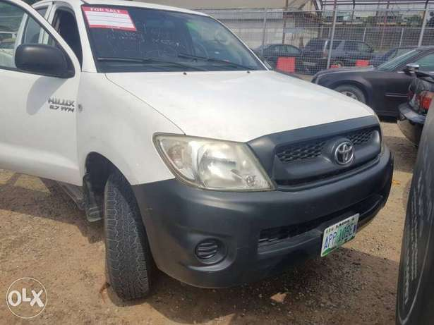 Super clean Toyota Hilux double cabin 2008 model Ikeja - image 2