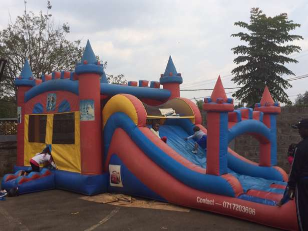 Large Bouncing Castle for hire Westlands - image 2
