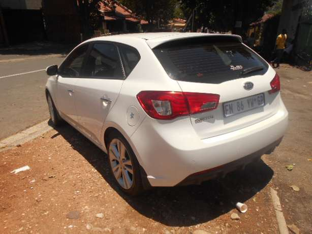Kia Cerato 2.0, 2011 model, White in color for sale Johannesburg - image 5