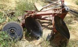Well maintained 2 disc Tractor plough on sale
