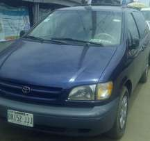 CLEAN Toyota Sienna 1999 automatic for N880,000