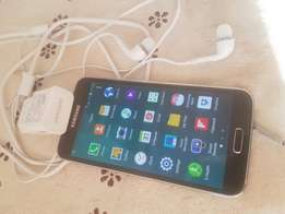Samsung S5 with accessories