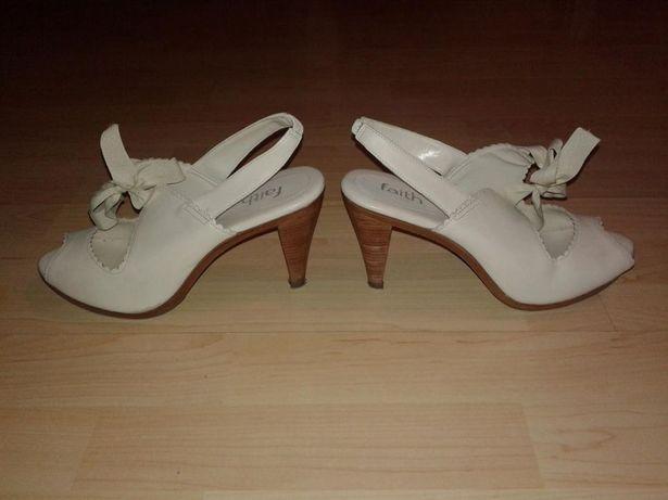 44b8a986 Stylowe kremowe buty na obcasie z kokardą kokarda rozmiar 41 Łęczna - image  2