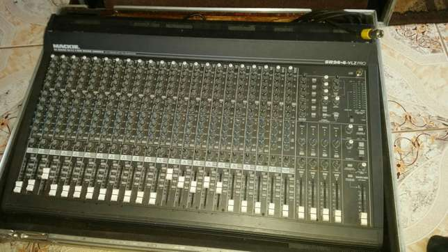 Mackie 24 channels mixer with 200w power supply Ruiru - image 3