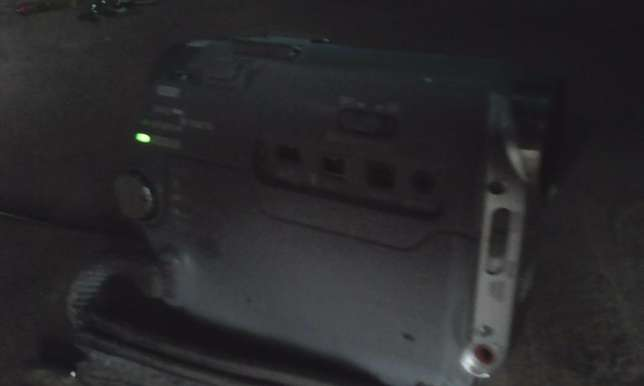 HD camcorder for sale,Good quality for TV,,records tapes and sd Nairobi West - image 4