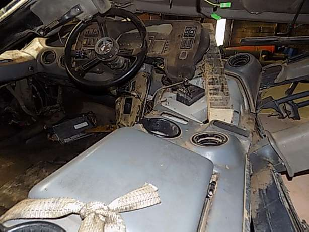 Bell B30D Cab Stripping for Spares Memel - image 4
