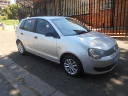 Excellent condition 2013 Gold VW Polo vivo 1.4 for sale