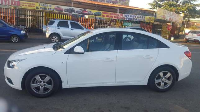 2012 chevrolet cruze sedan 1.6 ls,63000 kilo For R115,000 Kempton Park - image 3