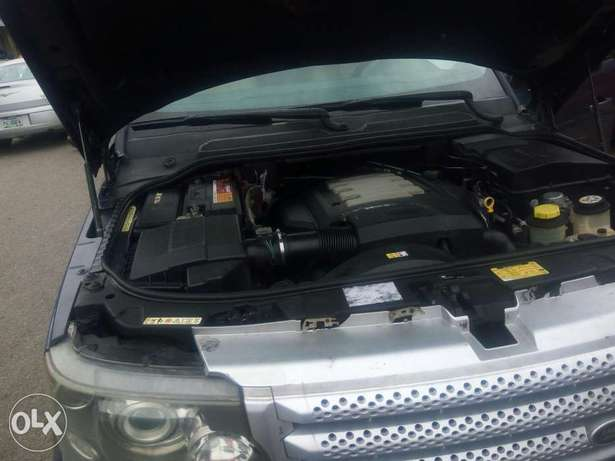 Fairly used range rover in a very sound and perfect condition Port-Harcourt - image 3