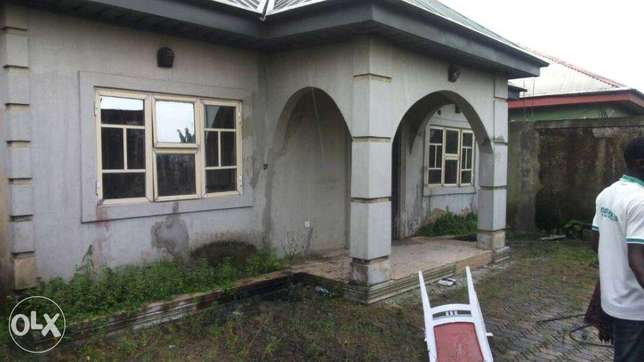 DISTRESS:3bedrum bungalow off rumuokoro Port Harcourt - image 1